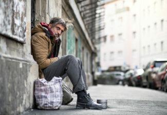 Sans-abris: un hommage rendu aux 70 morts de la rue en 2020
